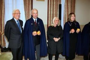 Una simpatica e ironica cerimonia di investitura di due neo Cavalieri di Cultura e Scienze al Circolo Piri Piri